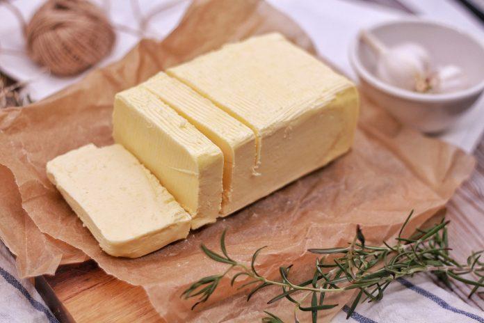 איך מכינים חמאה בבית?