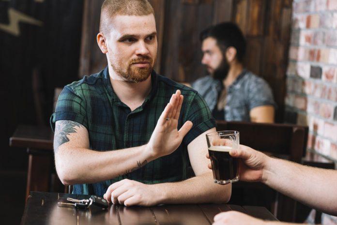 איך להפסיק לשתות אלכוהול?