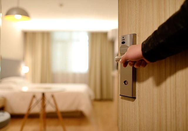 איך מבדילים בין חדרים לפי שעה לבין חדרים דיסקרטיים?